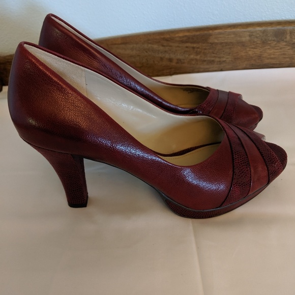 6567c74a56f2d Naturalizer Deep dark red leather peep toe pumps